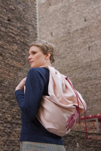 120_15-backpack-puru-made-from-upcycled-sweater